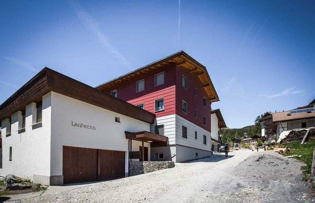 Casa laghetto 1 ferienwohnung appartement in arosa for Laghetto in casa